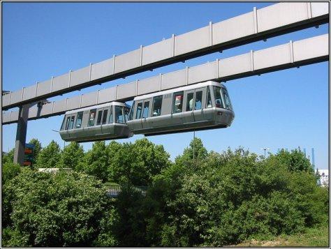 der-duesseldorfer-skytrain-unterwegs-zwischen-112884